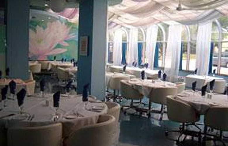 Comfort Inn & Suites Dtwn Lakeshore - Restaurant - 3