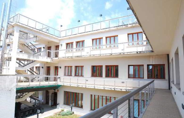Sunny Terrace Hostel - Hotel - 2