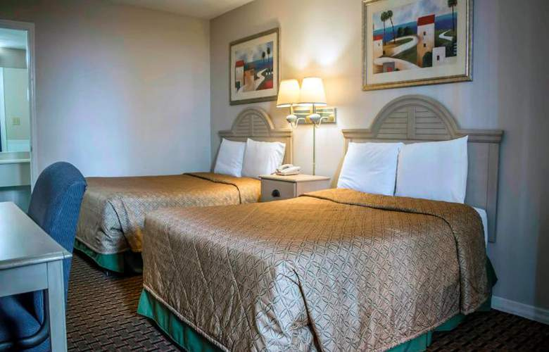 Econo Lodge  Inn & Suites - Room - 7
