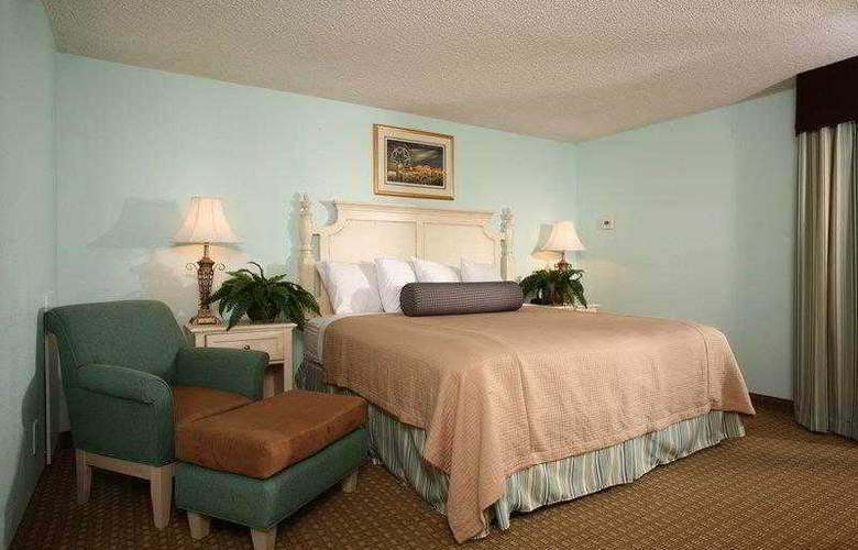 Carolinian Beach Resort - Hotel - 0