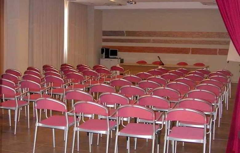 Tati - Conference - 22
