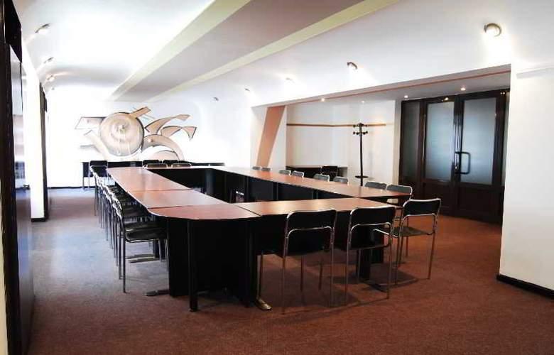 Silva Busteni - Conference - 10