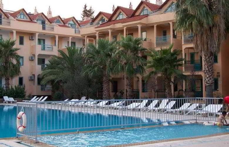 Club Caprice Apartments - Pool - 5