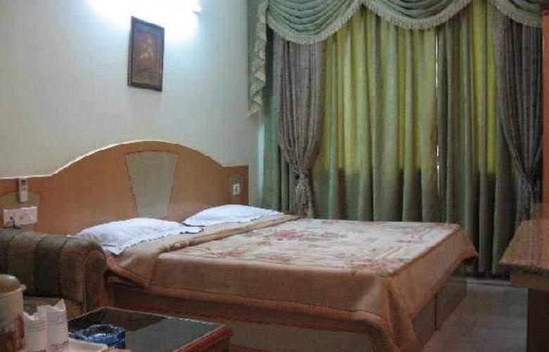 Hotel Crest Inn - Room - 0