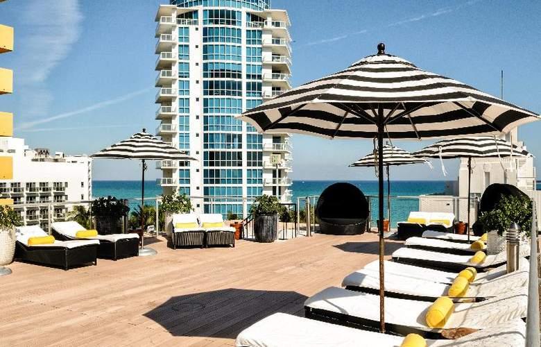 Croydon Miami Beach - Terrace - 22