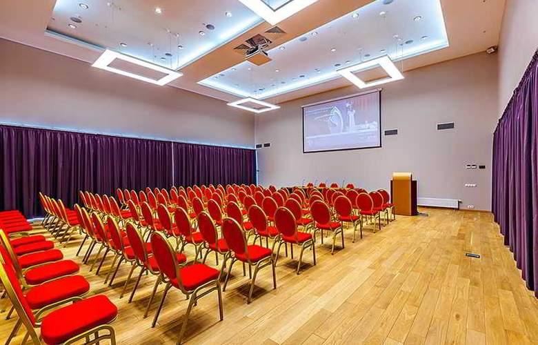 Raikin PLaza - Conference - 20