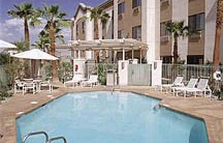 Comfort Suites (Palm Desert) - Pool - 4