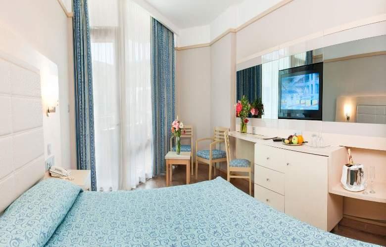 Golden Coast Resort - Room - 14