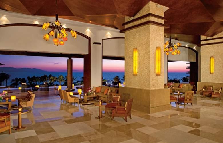 Now Amber Resort & Spa - Restaurant - 21