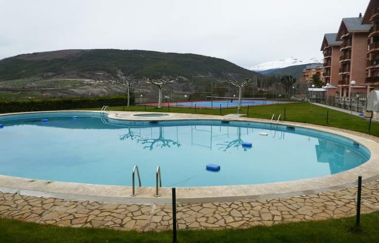 Jaca 3000 - Pool - 2