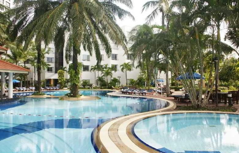 Cholchan Pattaya Resort - Pool - 11