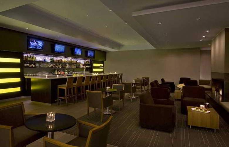 Hilton Toronto Airport Hotel & Suit - Bar - 6