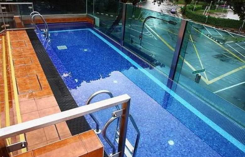 Nostalgia Hotel - Pool - 8