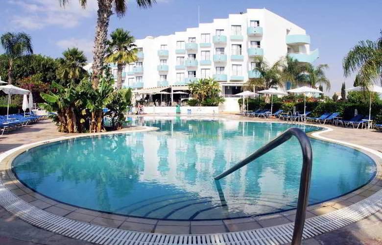 Lantiana Gardens - Pool - 7