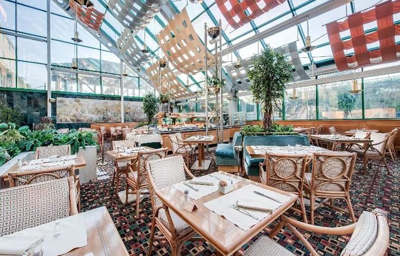 Royal Garden Hotel - Restaurant - 13