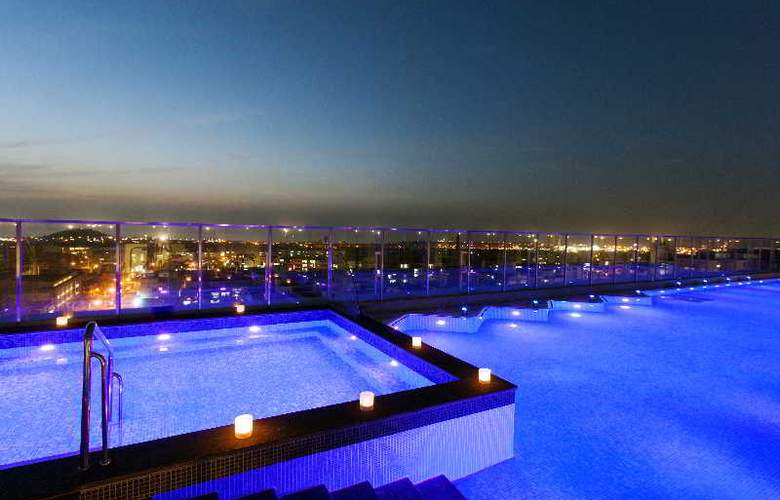 Lotte City Hotel Jeju - Pool - 2