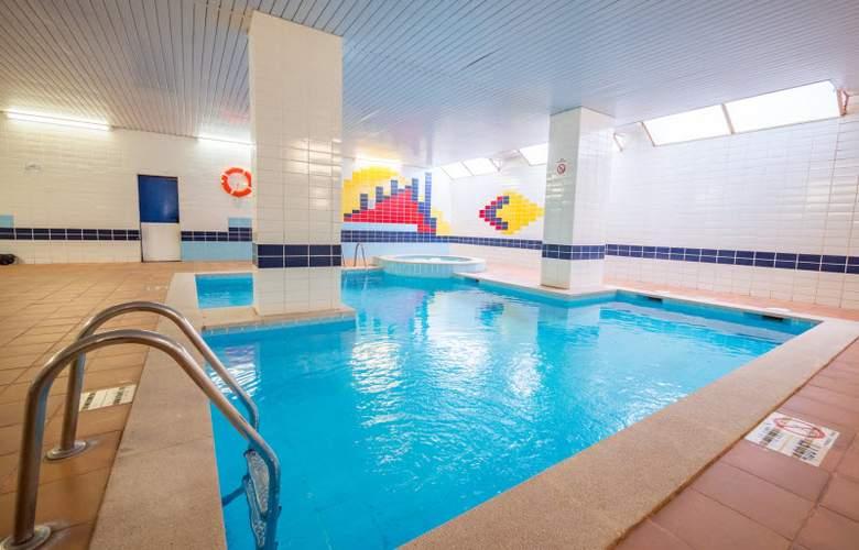 Golden Avenida Suites - Pool - 14