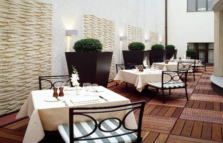 Radisson Blu Alcron Hotel - Terrace - 41