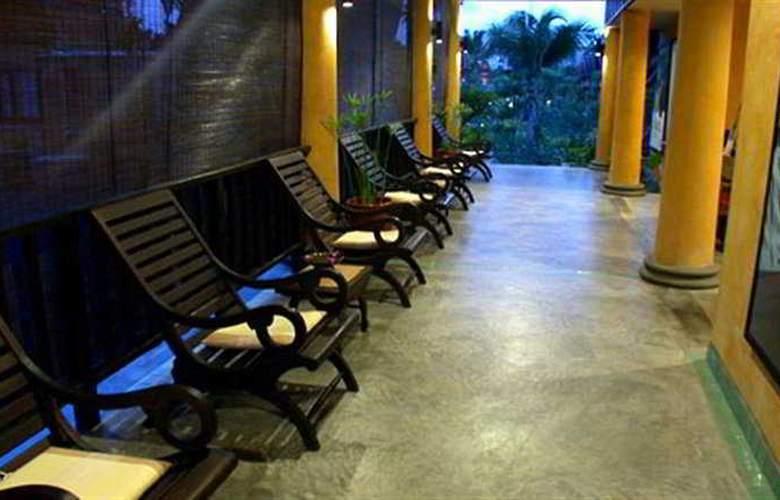Village Resort & Spa - Terrace - 9