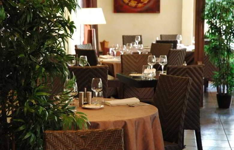 INTER-HOTEL HOSTELLERIE DES PINS - Restaurant - 1