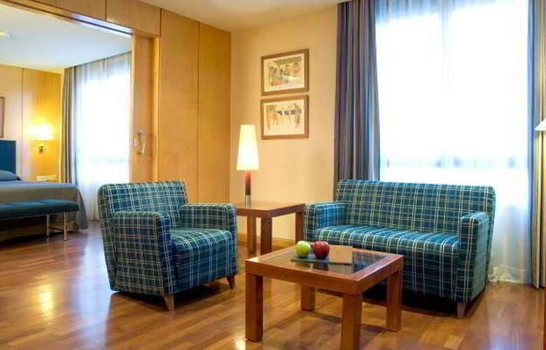 NH Lleida Pirineos - Room - 11