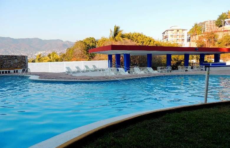 Majestic Acapulco - Pool - 14