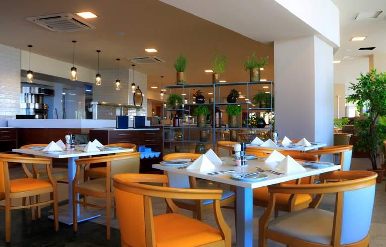 Riviera Resort & Spa - Bar - 11