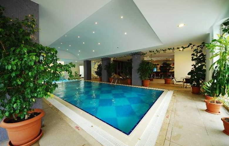 Grand Pasa Hotel - Pool - 4