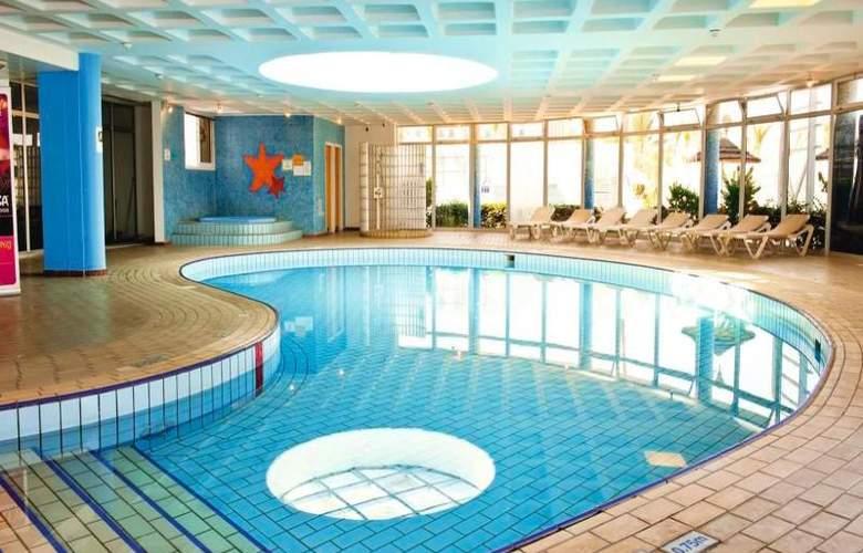 Sunrise Beach Hotel - Pool - 11