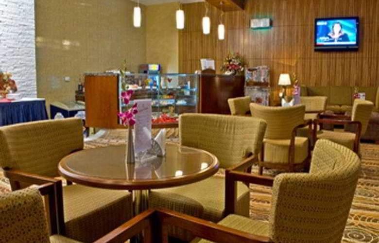 Flora Creek - Restaurant - 11
