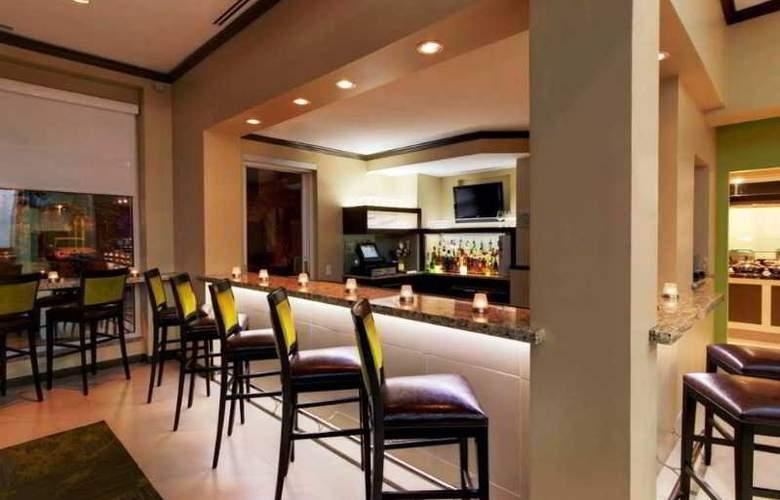Hilton Garden Inn Airport - Bar - 2
