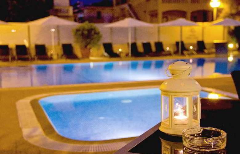 Sant Jordi Hotel - Terrace - 21