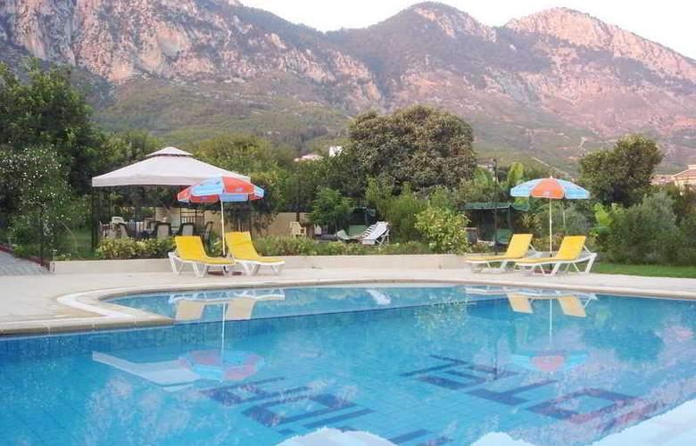 Lapida Hotel - Pool - 4