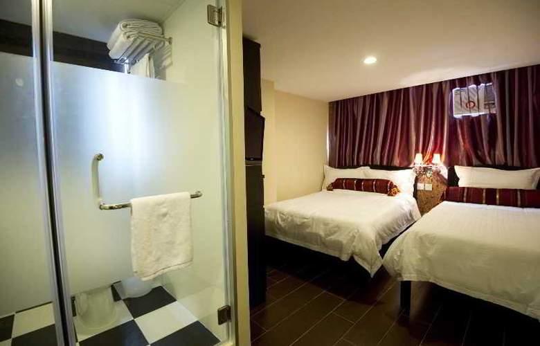 California Hotel - Room - 17
