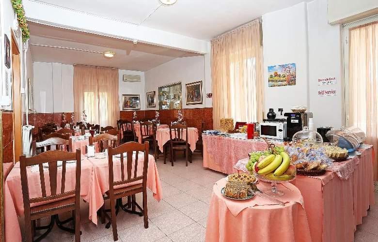 Athena - Restaurant - 9