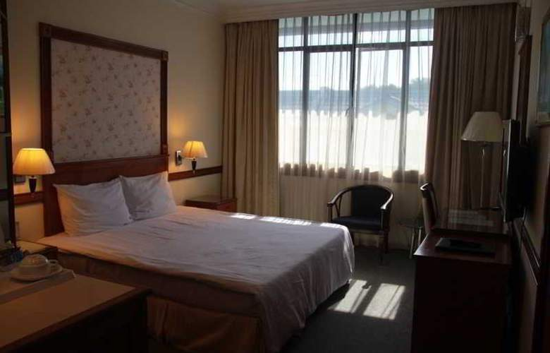 Grand City Hotel - Room - 1