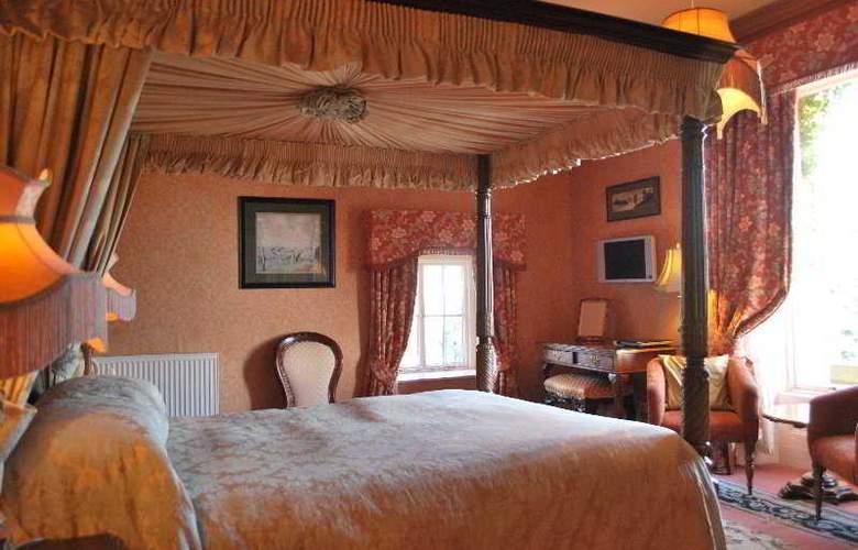 Lands of Loyal Hotel - Room - 7