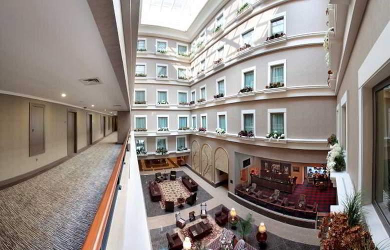 Euro Park Hotel - Hotel - 0