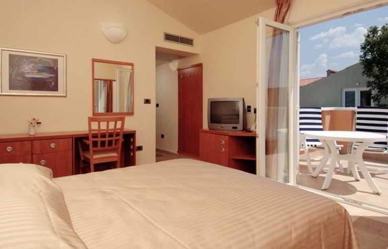 Amarin Resort Apartments - Room - 12