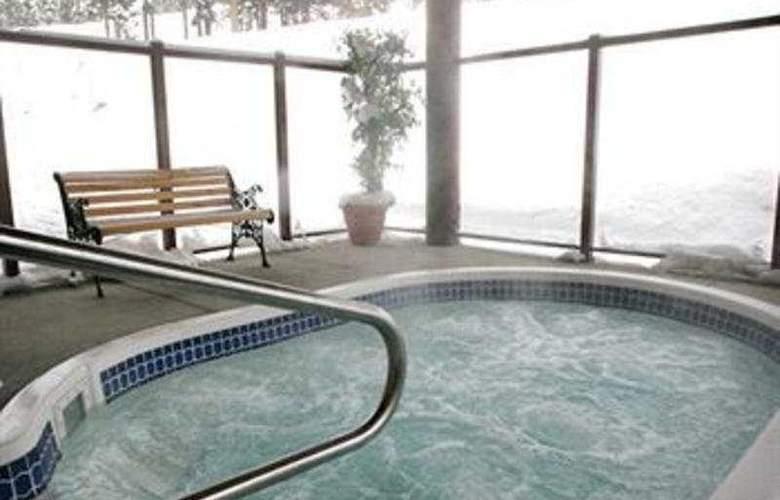 Nancy Greene's Cahilty Lodge - Pool - 5