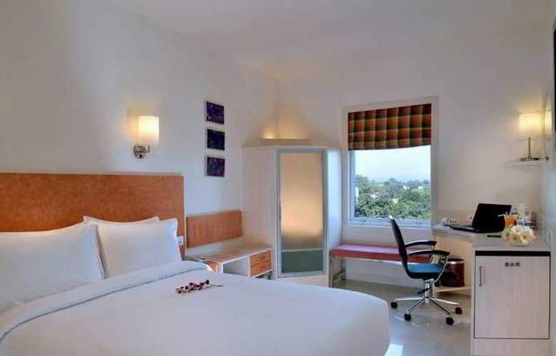 Hometel Chandigarh - Room - 4