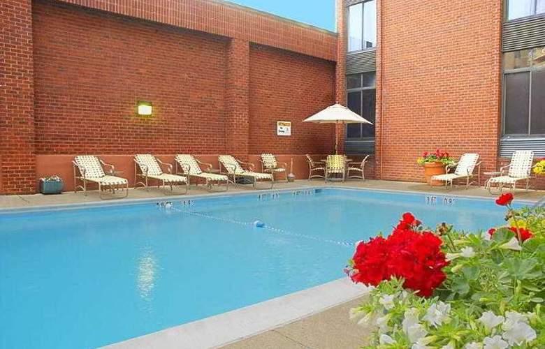 Holiday Inn Georgetown - Pool - 9