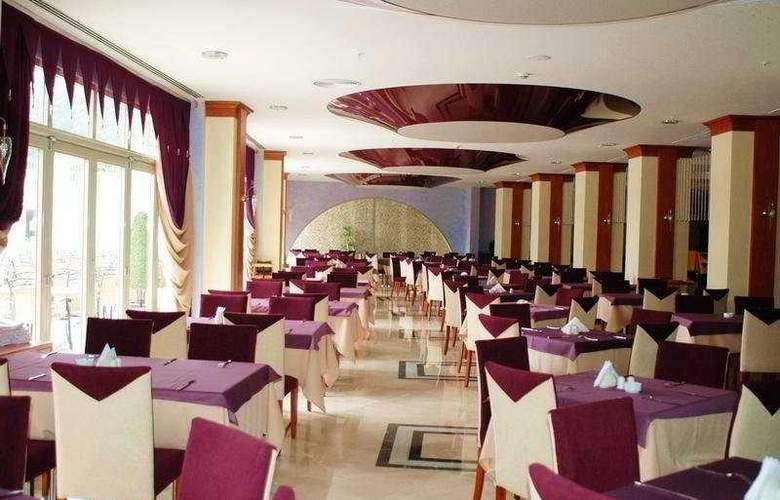 Deluxe Hotel Pinetapark - Restaurant - 8