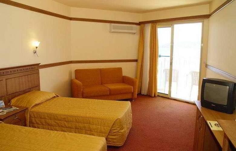 Caprice Beach Hotel - Room - 4
