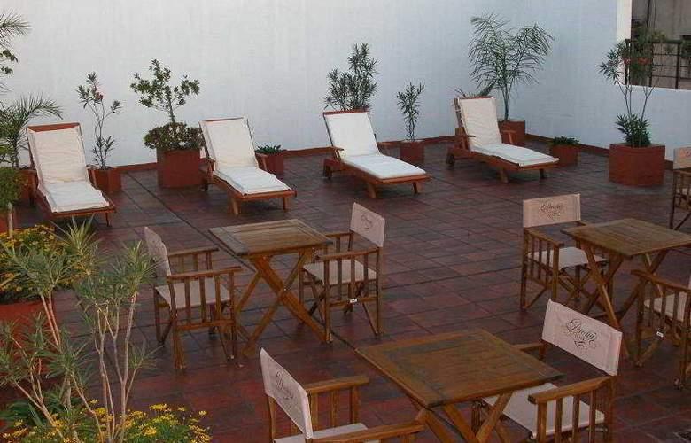 Duomi Plaza Hotel - Terrace - 4