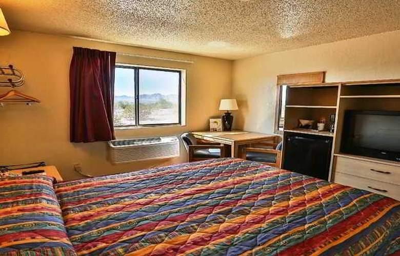 Super 8 Lake Havasu City - Room - 5