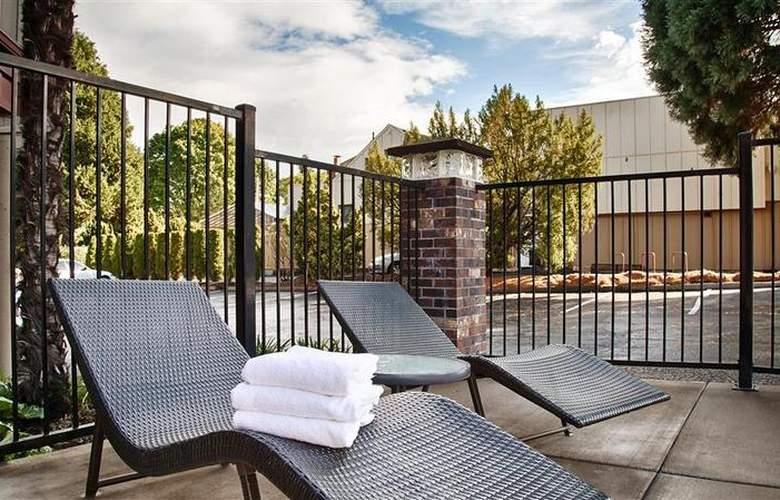 Best Western Greentree Inn - Pool - 80