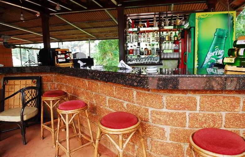 Coconut Grove - Bar - 20
