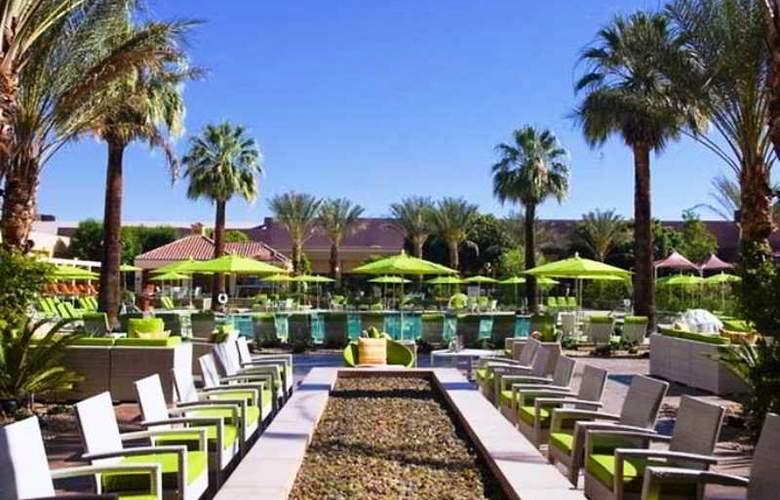 Renaissance Palm Springs - Terrace - 2