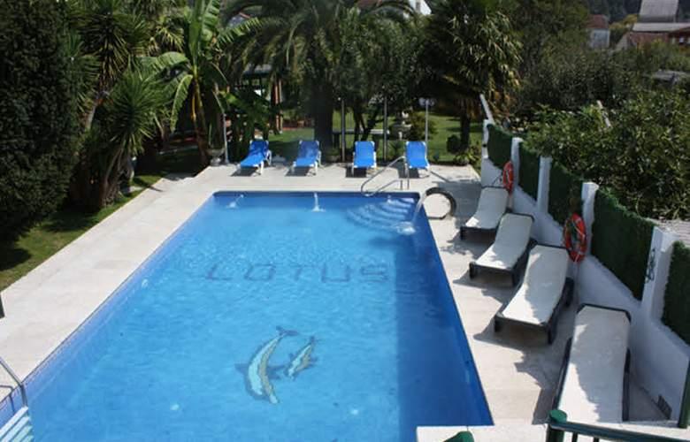 Lotus - Pool - 1